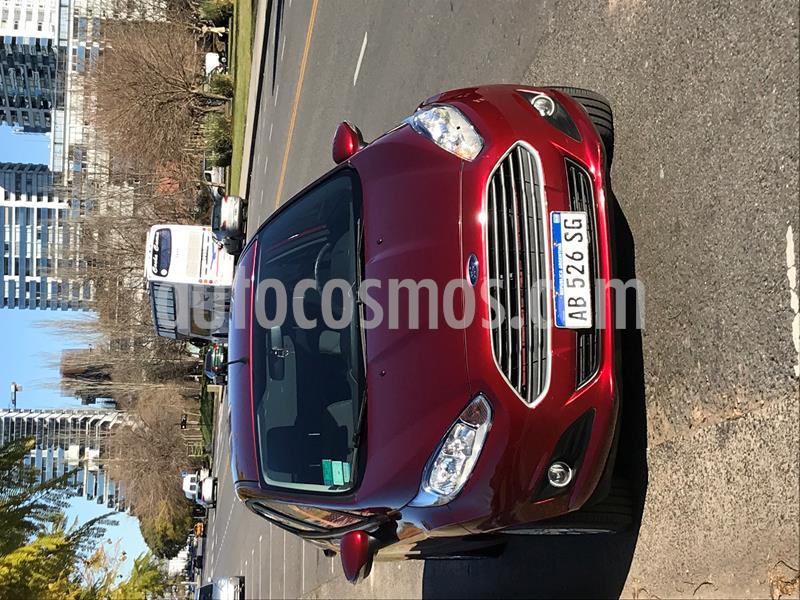 foto Ford Fiesta Kinetic SE  usado (2017) color Rojo Rubí precio $790.000