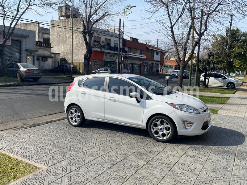 Ford Fiesta Kinetic Titanium usado (2013) color Blanco Oxford precio $699.000