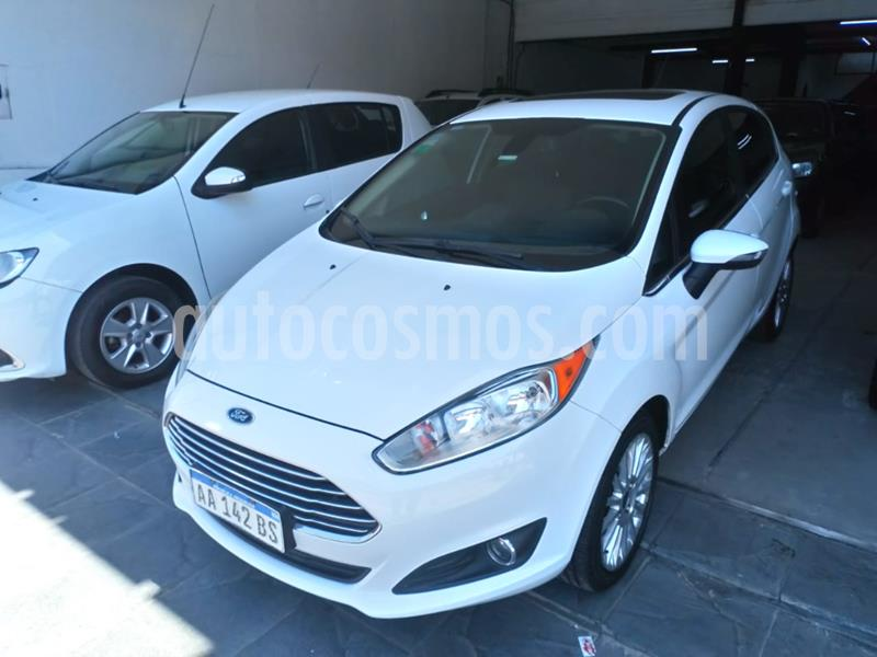 foto Ford Fiesta Kinetic Titanium Powershift usado (2016) color Blanco precio $1.095.000