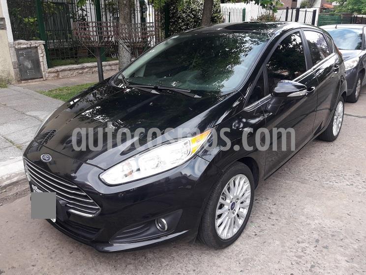 Ford Fiesta Kinetic Titanium usado (2013) color Negro Perla precio $935.000