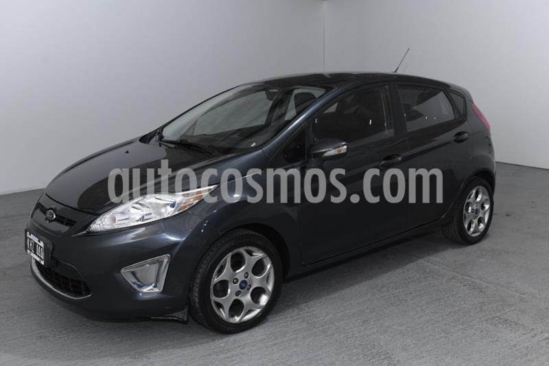 Ford Fiesta Kinetic Titanium usado (2011) color Gris Claro precio $830.000