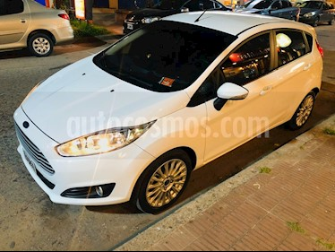 Ford Fiesta Kinetic SE  usado (2015) color Blanco Oxford precio $490.000