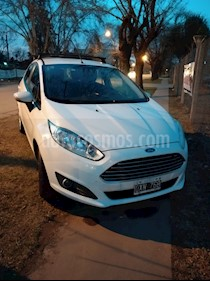 Ford Fiesta Kinetic SE  usado (2015) color Blanco Oxford precio $450.000