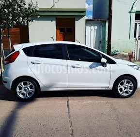 Foto Ford Fiesta Kinetic SE Plus  usado (2017) color Blanco Oxford precio $380.000