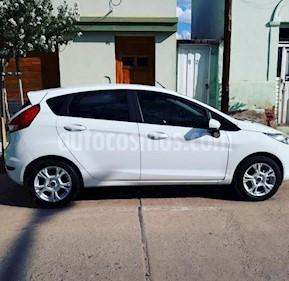 foto Ford Fiesta Kinetic SE Plus  usado (2017) color Blanco Oxford precio $380.000