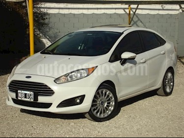 Ford Fiesta Kinetic SE Plus usado (2014) color Blanco precio $285.000