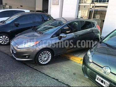 Foto venta Auto usado Ford Fiesta Kinetic Titanium Aut (2014) color Gris precio $545.000