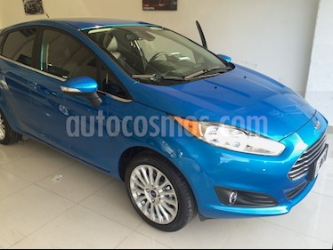 Foto Ford Fiesta Kinetic Titanium Powershift usado (2015) color Azul Mediterraneo precio $410.000