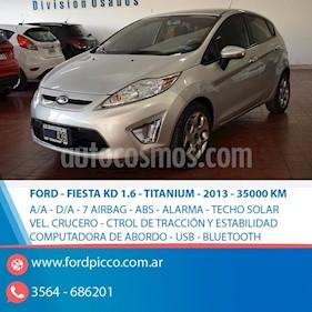 Foto venta Auto usado Ford Fiesta Kinetic Titanium (2013) color Gris Claro