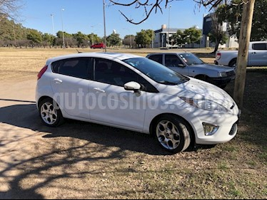 Foto venta Auto usado Ford Fiesta Kinetic Titanium (2013) color Blanco Oxford precio $330.000
