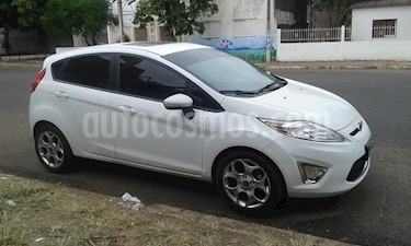 Foto venta Auto usado Ford Fiesta Kinetic Titanium (2013) color Blanco Oxford precio $360.000