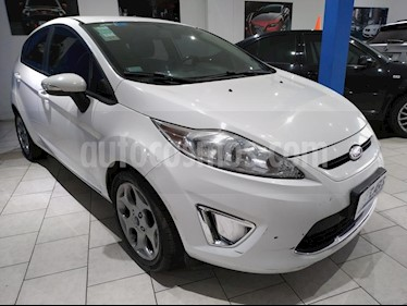 foto Ford Fiesta Kinetic Titanium usado (2013) color Blanco Oxford precio $380.000
