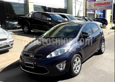 Foto venta Auto usado Ford Fiesta Kinetic Titanium (2013) color Gris Oscuro precio $335.000