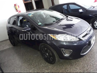 Foto venta Auto usado Ford Fiesta Kinetic Titanium (2013) color Gris Oscuro precio $223.000