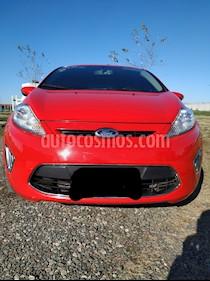 Ford Fiesta Kinetic Titanium usado (2013) color Rojo Rubi precio $320.000