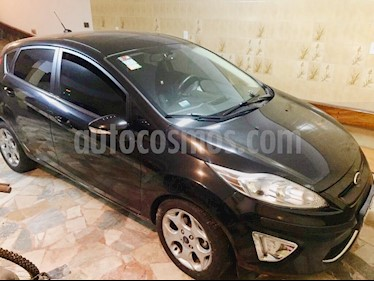 foto Ford Fiesta Kinetic Titanium usado (2012) color Negro Perla precio $275.000