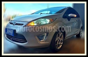 Foto venta Auto usado Ford Fiesta Kinetic Titanium (2012) color Gris Claro precio $390.000