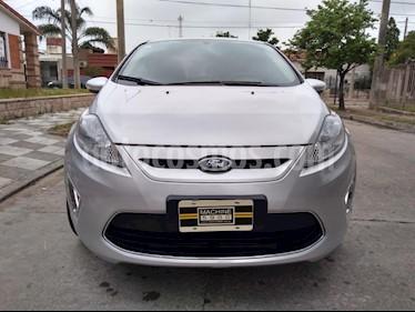 Foto Ford Fiesta Kinetic Titanium usado (2013) color Gris Claro precio $420.000