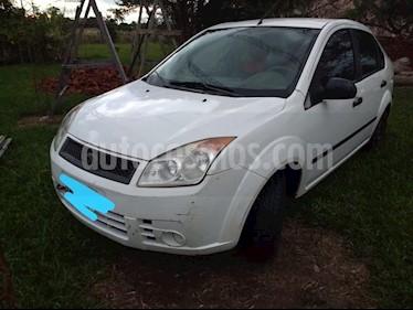 Foto venta Auto usado Ford Fiesta Max Ambiente Plus (2007) color Blanco precio $154.000