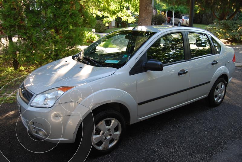Ford Fiesta Max Ambiente Plus usado (2010) color Gris precio $950.000