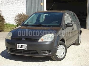 Foto venta Auto usado Ford Fiesta One Edge Plus (2004) color Gris Claro precio $115.000