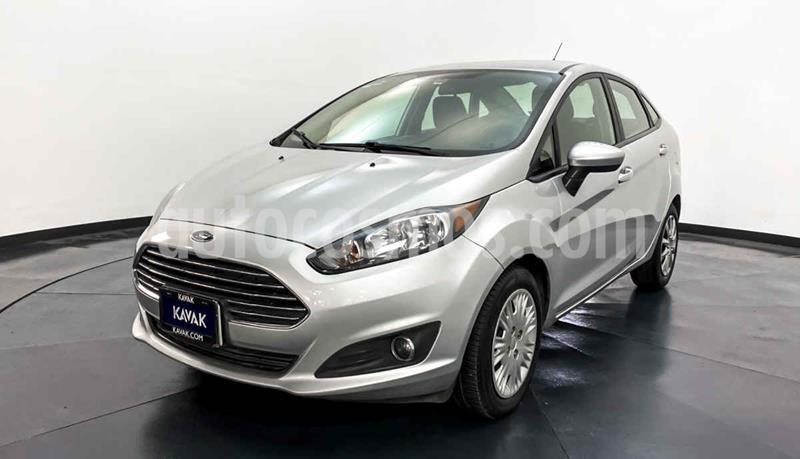 Ford Fiesta Sedan Version usado (2015) color Blanco precio $144,999