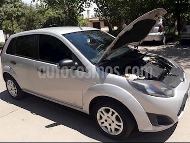 Ford Fiesta  5P Ambiente Plus (LN) usado (2012) color Gris Plata  precio $180.000