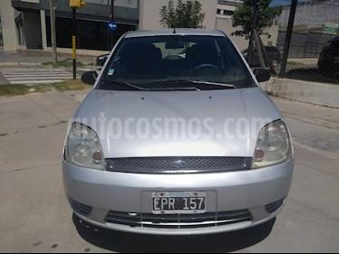 Foto venta Auto usado Ford Fiesta  5P Ambiente (2004) color Gris Claro precio $125.000