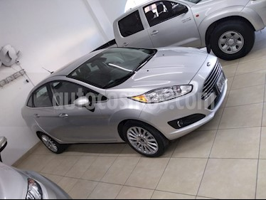 Ford Fiesta  5P Titanium Kinetic Design usado (2016) color Gris precio $500.000