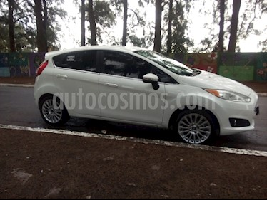 Ford Fiesta  5P Titanium Kinetic Design usado (2017) color Blanco Oxford precio $545.000