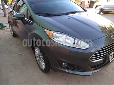 Foto venta Auto usado Ford Fiesta  5P Titanium Kinetic Design (2015) color Gris
