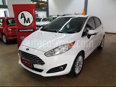 Ford Fiesta  5P Titanium Kinetic Design usado (2015) color Blanco precio $640.000