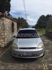 Ford Fiesta Casual usado (2006) color Gris precio u$s2.000