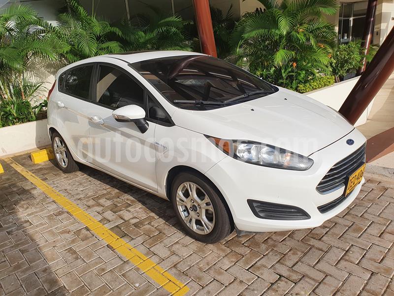 Ford Fiesta SE usado (2015) color Blanco Oxford precio $29.000.000