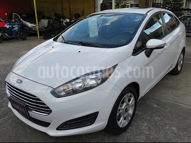 foto Ford Fiesta SE usado (2015) color Blanco precio $31.900.000