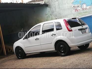 Ford Fiesta sedan usado (2010) color Blanco precio u$s2.500