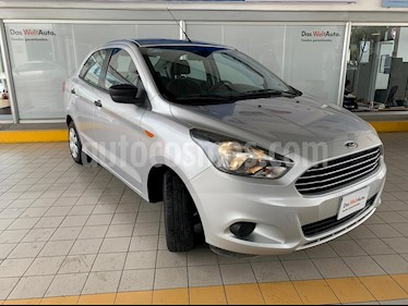 Foto Ford Figo Sedan Impulse Aut A/A usado (2017) color Plata precio $154,900