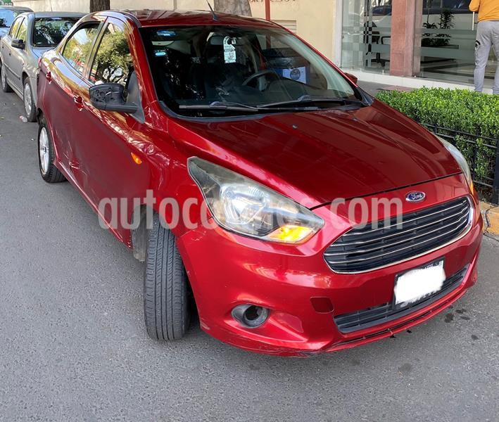 Ford Figo Sedan Titanium Aut usado (2017) color Rojo Rubi precio $85,000