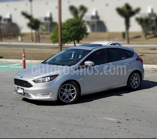 Ford Focus Hatchback SE Appearance Aut usado (2015) color Gris precio $150,000