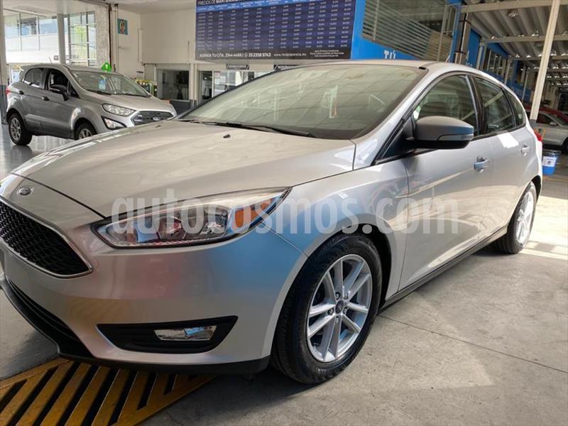 Ford Focus Hatchback SE Aut usado (2017) color Plata precio $209,900