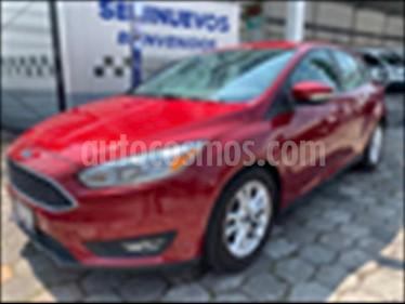 Foto Ford Focus Hatchback SE Aut usado (2016) color Rojo precio $228,500