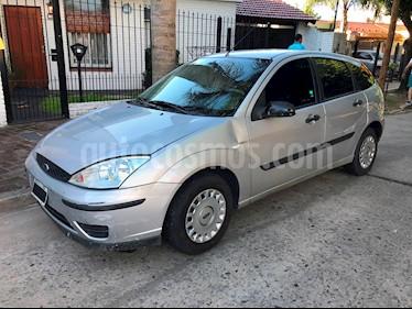Foto venta Auto usado Ford Focus 5P 1.6L Ambiente  (2006) color Gris Plata  precio $161.000
