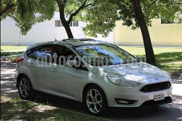 Foto venta Auto usado Ford Focus 5P 2.0L SE Plus (2015) color Gris Claro precio $498.000