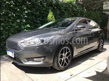 Foto venta Auto usado Ford Focus 5P 2.0L Titanium Aut (2017) color Gris precio $370.000