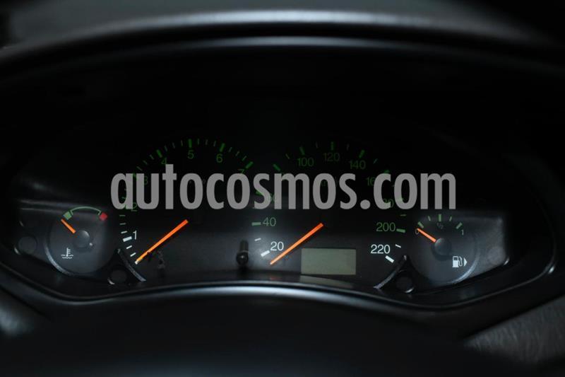 Ford Focus 5P 1.6L Ambiente  usado (2004) color Beige precio $470.000