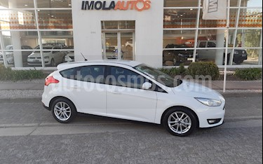 foto Ford Focus 5P 1.6L S usado (2018) color Blanco Oxford precio $750.000
