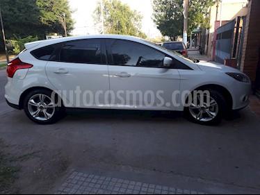 foto Ford Focus 5P 1.6L S usado (2015) color Blanco precio $560.000