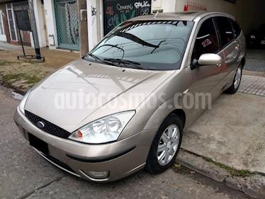 foto Ford Focus 5P 2.0L Ghia usado (2004) color Gris precio $370.000