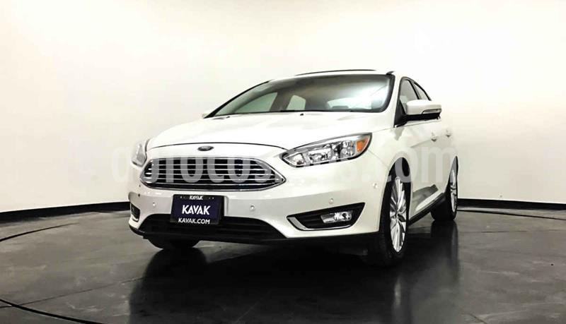 Ford Focus Version usado (2015) color Blanco precio $277,999