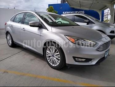 Ford Focus TITANUM 4 PTAS TA usado (2017) color Plata precio $330,000